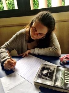 tainara escrevendo
